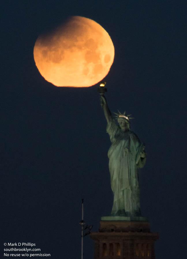 Super Blue Blood Moon 2018 and Lunar Eclipse, ©Mark D Phillips
